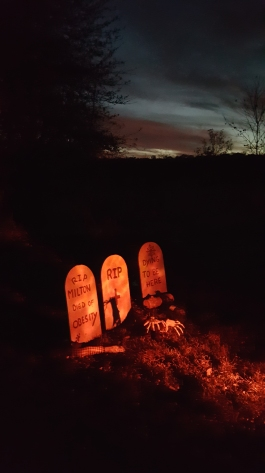 The graveyard scene with the orange ice projection light